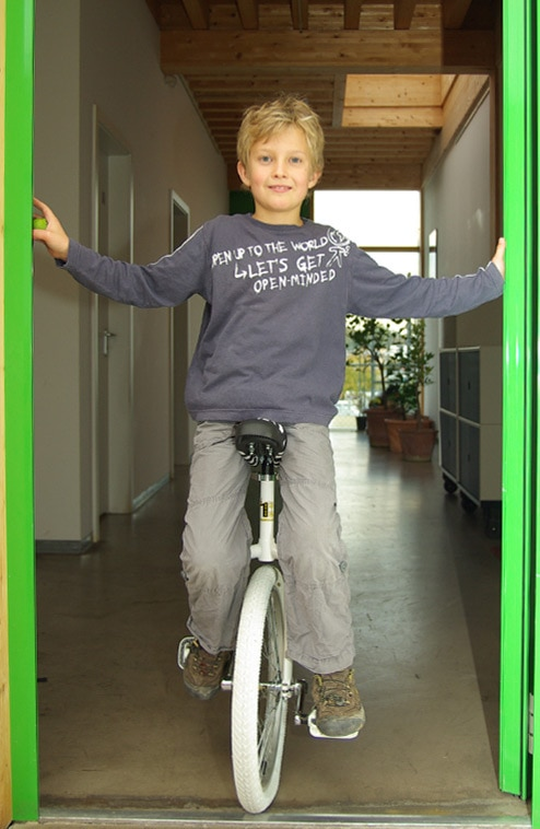 How to learn unicycling