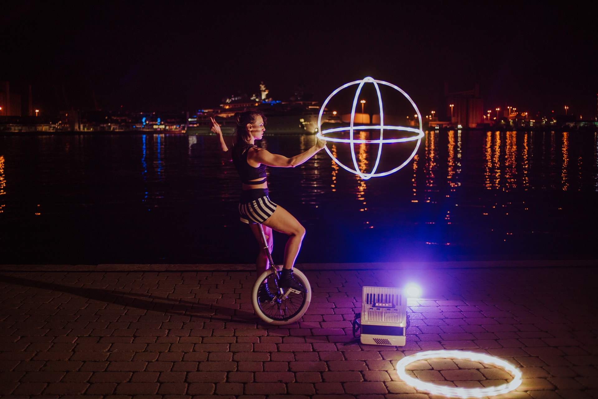 Eleni Ana Hoops&Unicycles