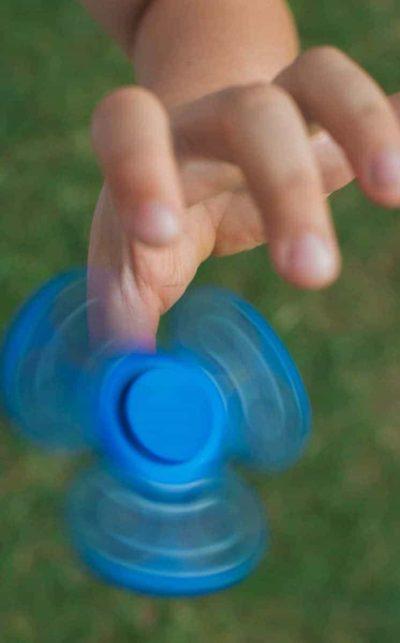 blauer Handspinner im Einsatz