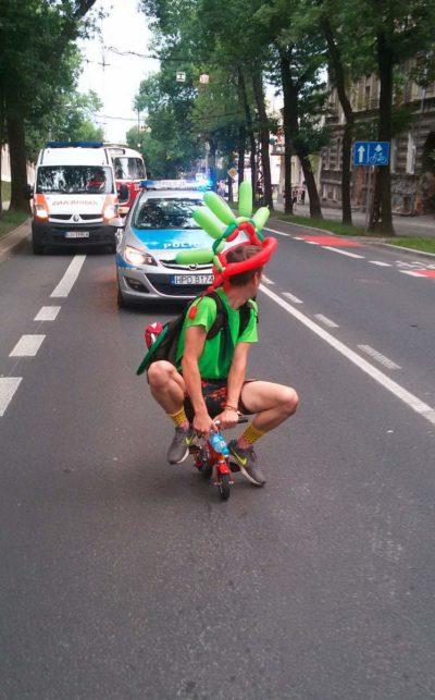Keine Chance für die Polizei - auf dem Minibike auf und davon!
